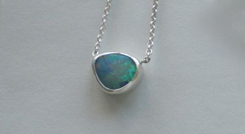 Opal06 pendant; image not to be reproduced without permission