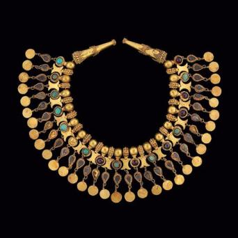 exhibition image; An elaborate robe decoration in the form of a necklace, (Tillya Tepe), 100 BC - 100 ADNational Museum of AfghanistanPhoto © Thierry Ollivier / Musée Guimet
