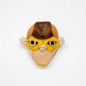 Noon Passama, brooch Portrait Nr. 3, 2013, fur, leather, silver, gilt brass. Photo Noon Passama.